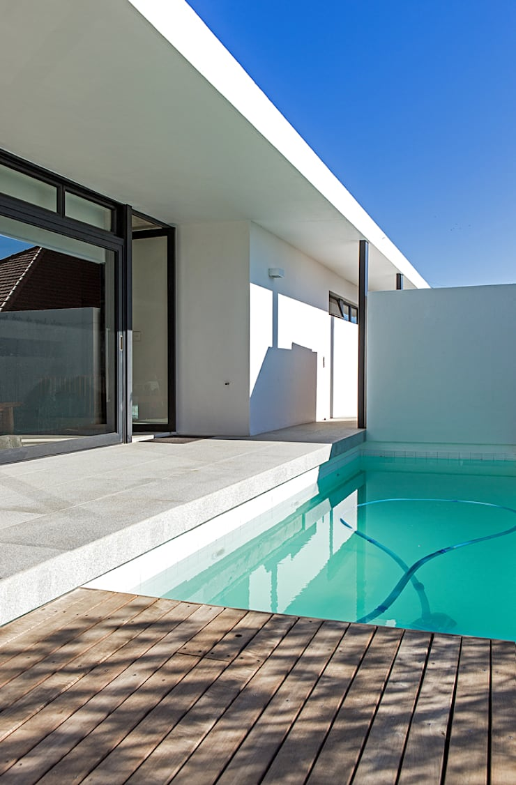 ALTERATION SEA POINT, CAPE TOWN:  Pool by Grobler Architects