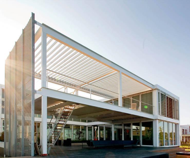 Steel Study House II:  Prefab woning door Archipelontwerpers, Modern IJzer / Staal