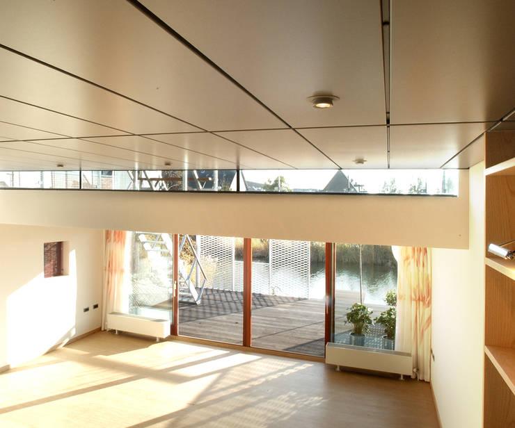 Steel Study House I:  Woonkamer door Archipelontwerpers