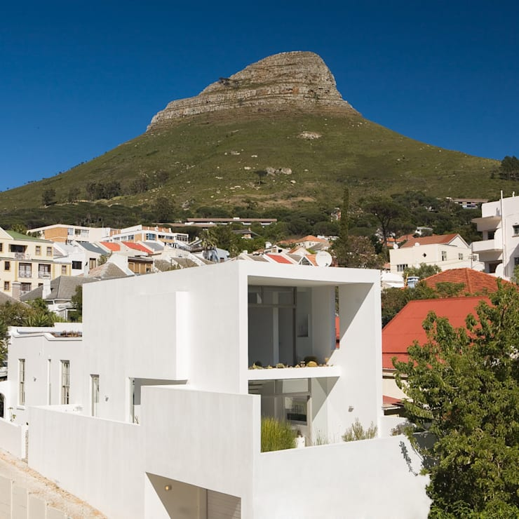 NEW HOUSE GARDENS, CAPE TOWN:  Houses by Grobler Architects, Minimalist