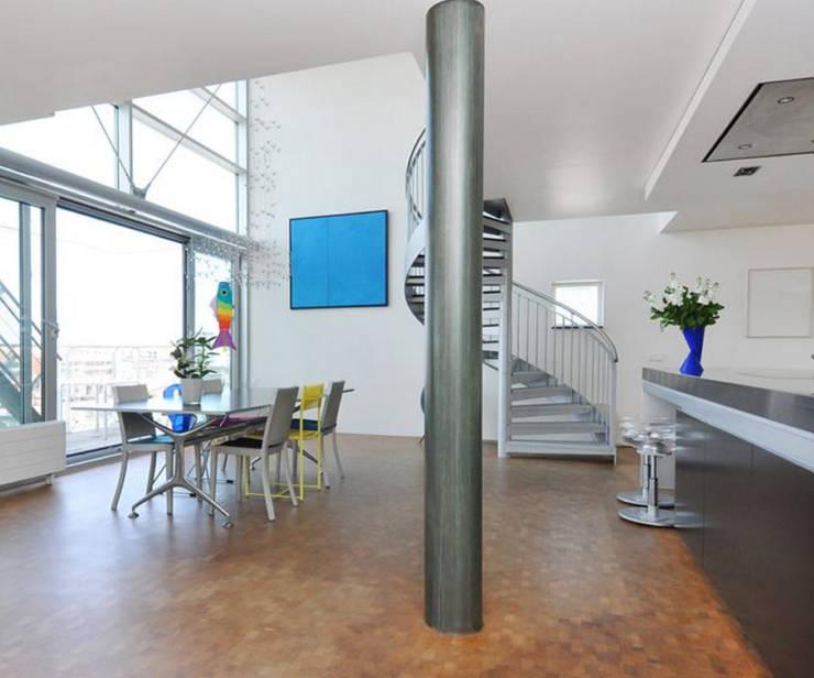 Penthouse Nautilus – Scheveningse Haven:  Woonkamer door Archipelontwerpers
