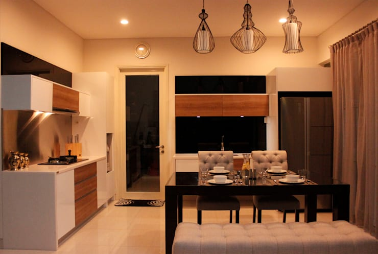 Prambanan Residence Kertabumi: modern Kitchen by KOMA living interior design