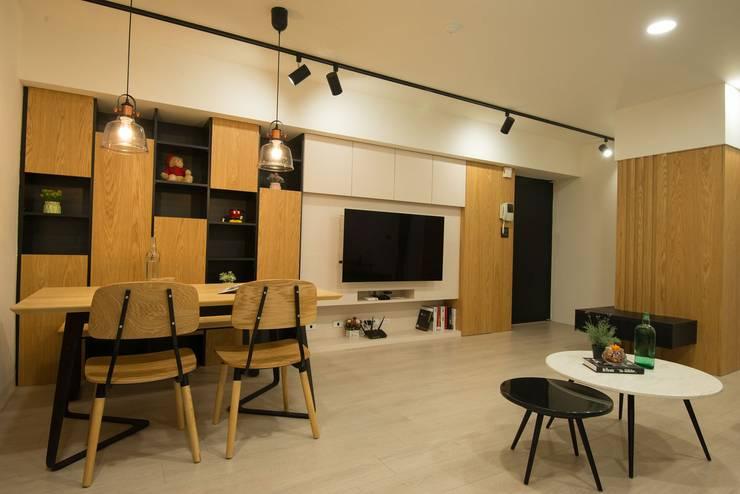 客廳:   by 寬軒室內設計工作室