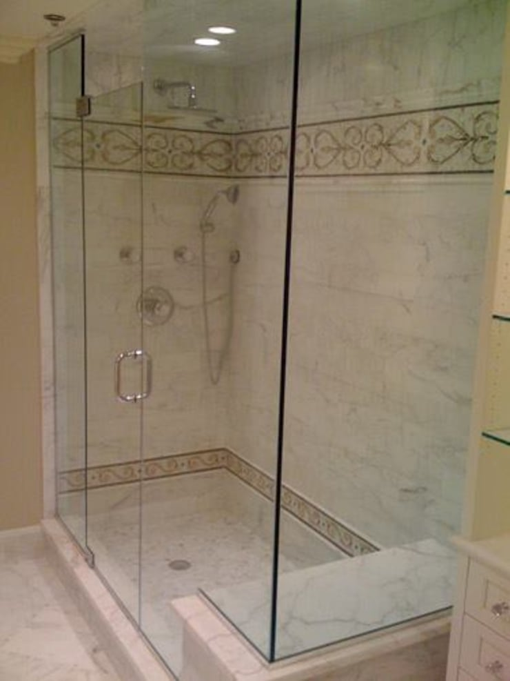 shower door: Baños de estilo  por telviche