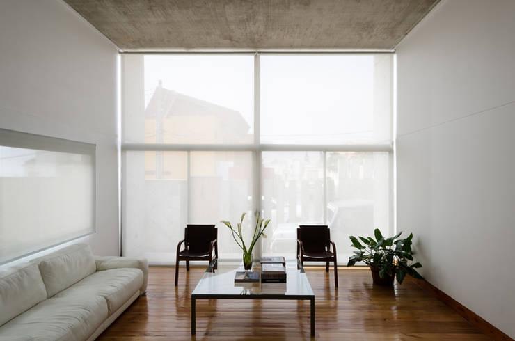 Casa Jardines del Sur : Livings de estilo  por Dx Arquitectos