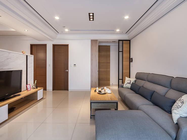 北歐風格美學新體驗:  走廊 & 玄關 by 好室佳室內設計