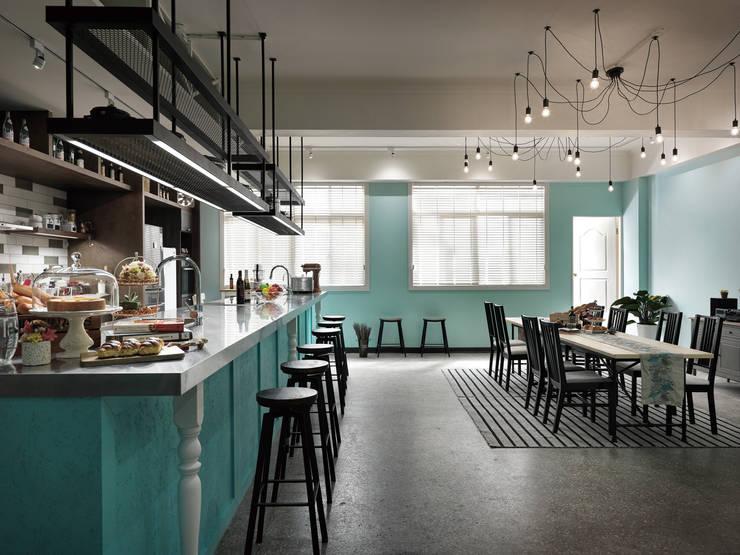 料理區的規劃設計:  餐廳 by 一水一木設計工作室