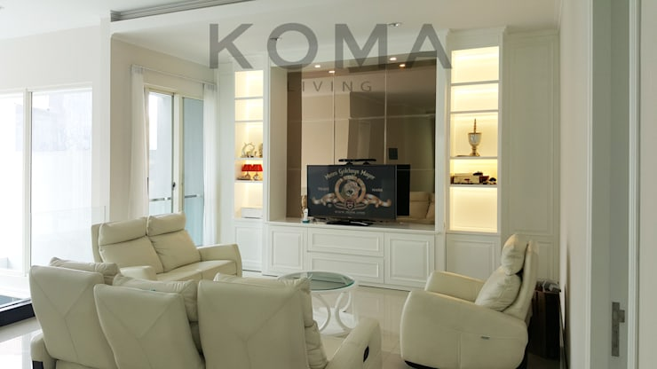 Graha Family SS:  Living room by KOMA living interior design