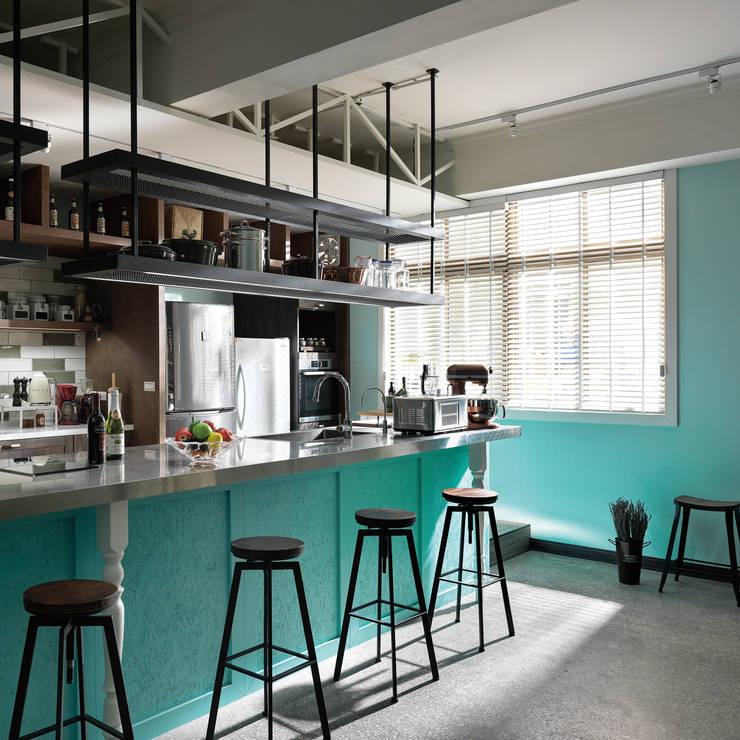 陽光無限美好下的用餐區設計:  餐廳 by 一水一木設計工作室