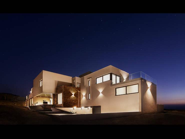Casa Patio: Casas de estilo  por Bauer Arquitectos