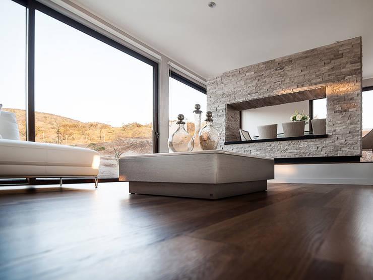 Casa Patio: Livings de estilo  por Bauer Arquitectos
