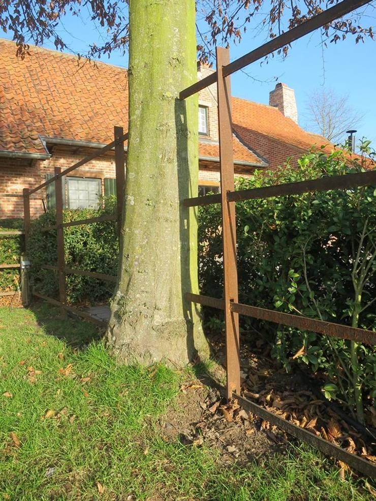 Minimalist style garden by Bouveloo Côrture Minimalist Iron/Steel