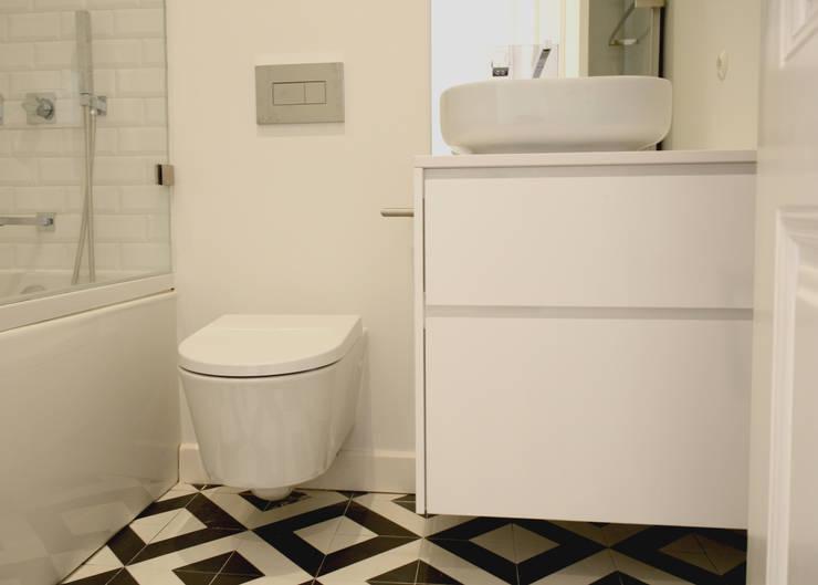 Apartamento em Lisboa - Centro: Casas de banho  por Archimais