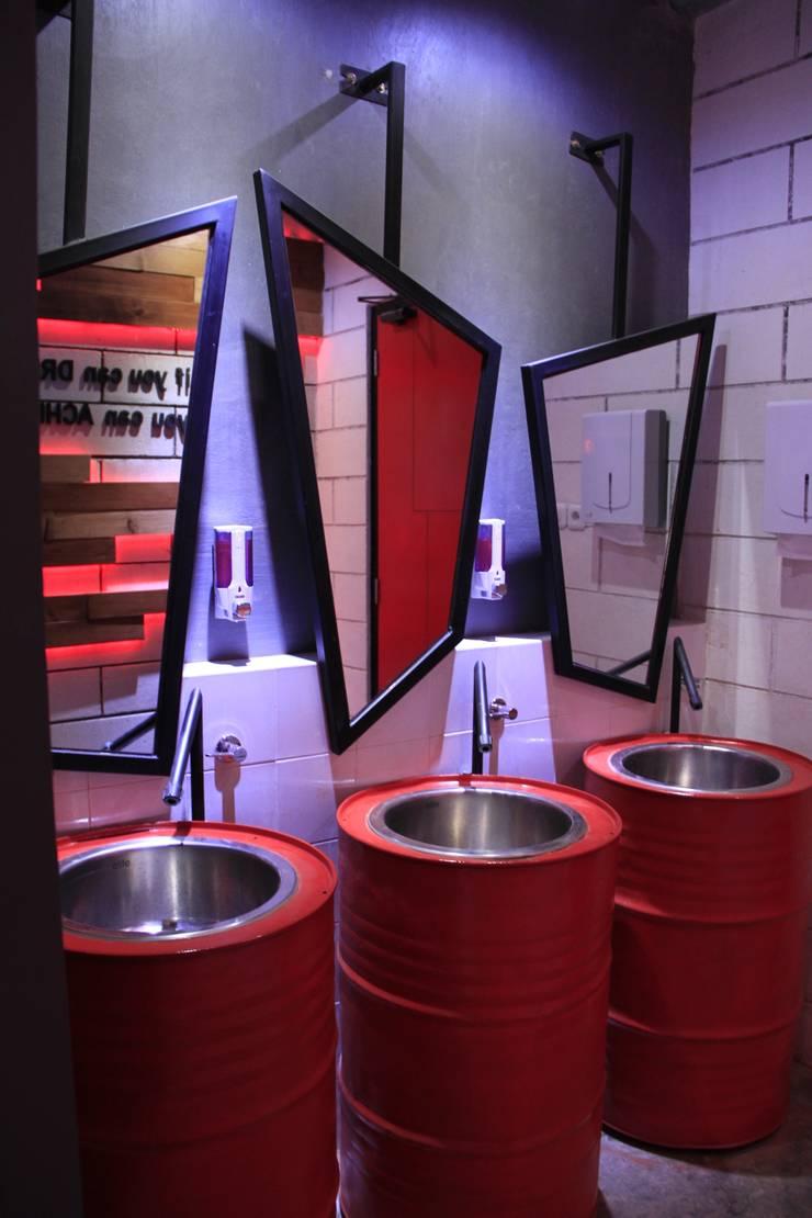 Ladies toilet 1st floor:  Ruang Komersial by Kottagaris interior design consultant