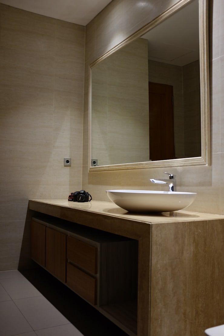 Lavatory :  Kamar Mandi by Kottagaris interior design consultant