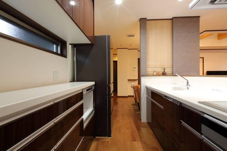 مطبخ ذو قطع مدمجة تنفيذ やまぐち建築設計室