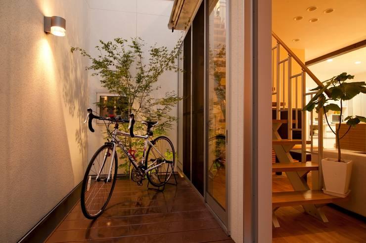 Jardines de estilo  por やまぐち建築設計室