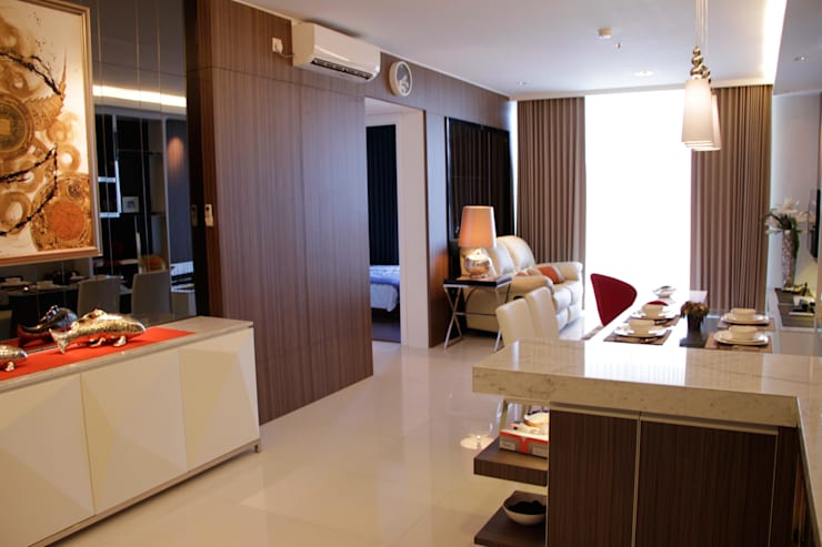Entrance to living area:  Ruang Keluarga by Kottagaris interior design consultant