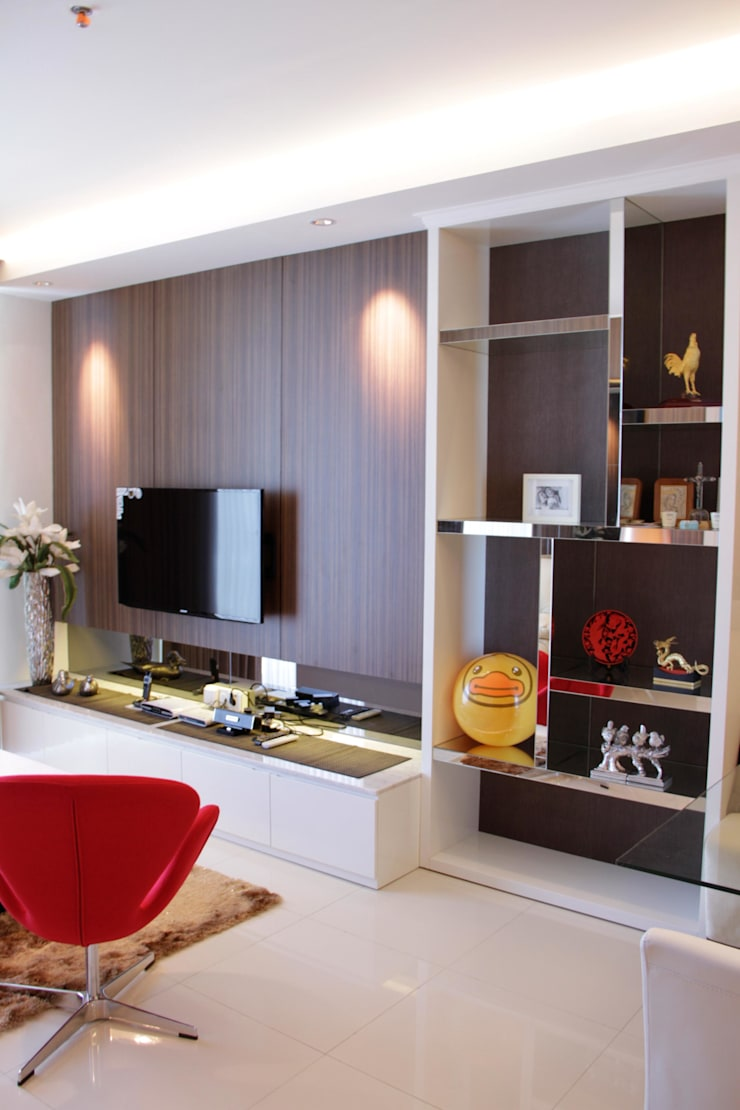 Living spot:  Ruang Keluarga by Kottagaris interior design consultant