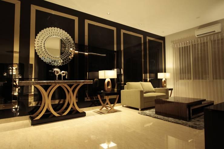 Family room 2nd floor:  Ruang Keluarga by Kottagaris interior design consultant