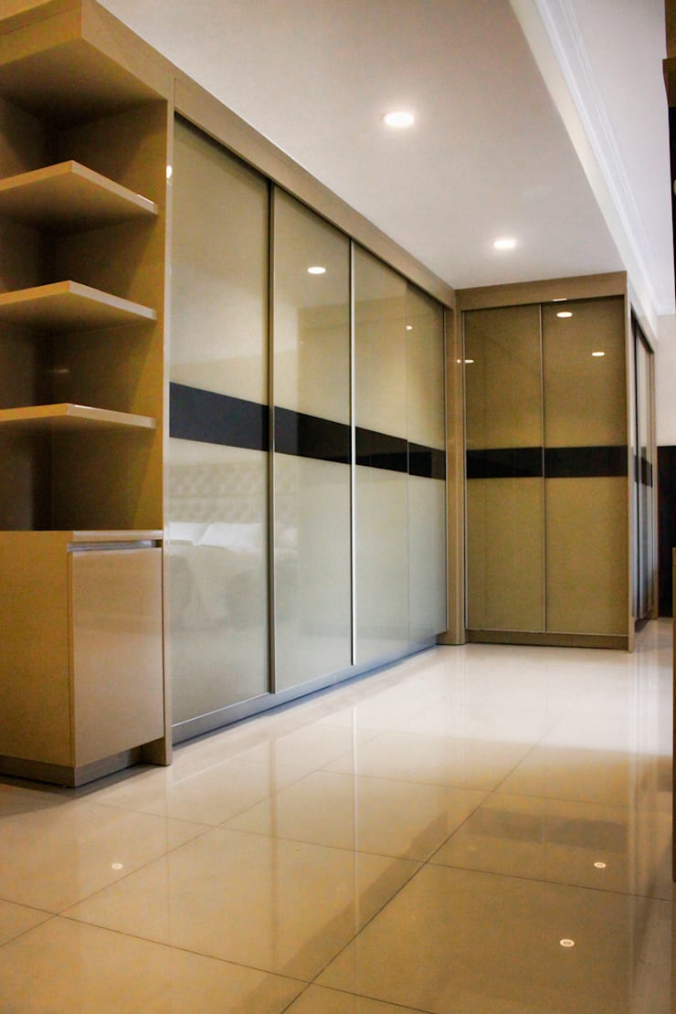 Graha family Blok J:  Dressing room by KOMA living interior design
