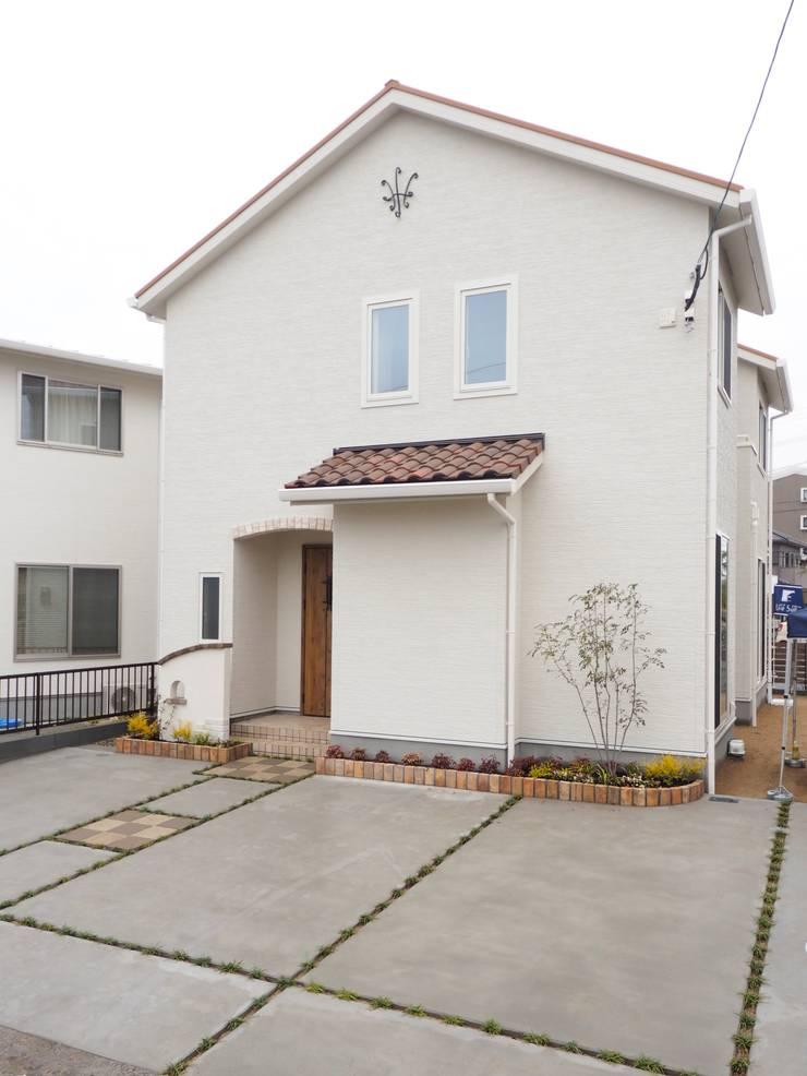 『 フレンチガーリーな すまい 』:  Live Sumai - アズ・コンストラクション -が手掛けた家です。