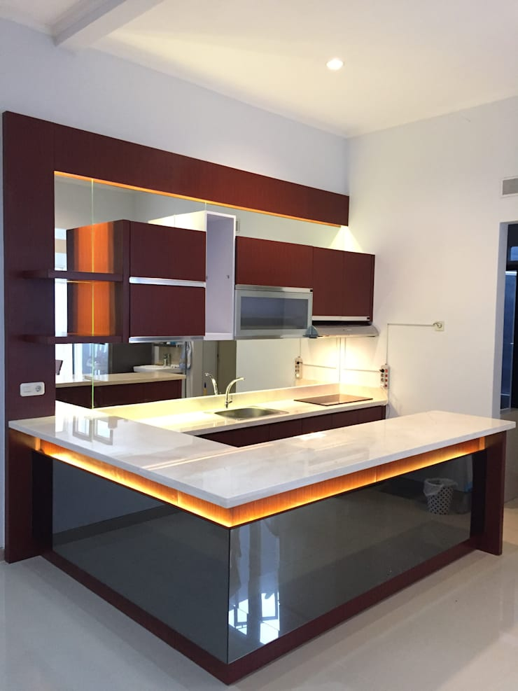 Pantry Mr. stephen Sidoarjo:  Unit dapur by JM Interior Design