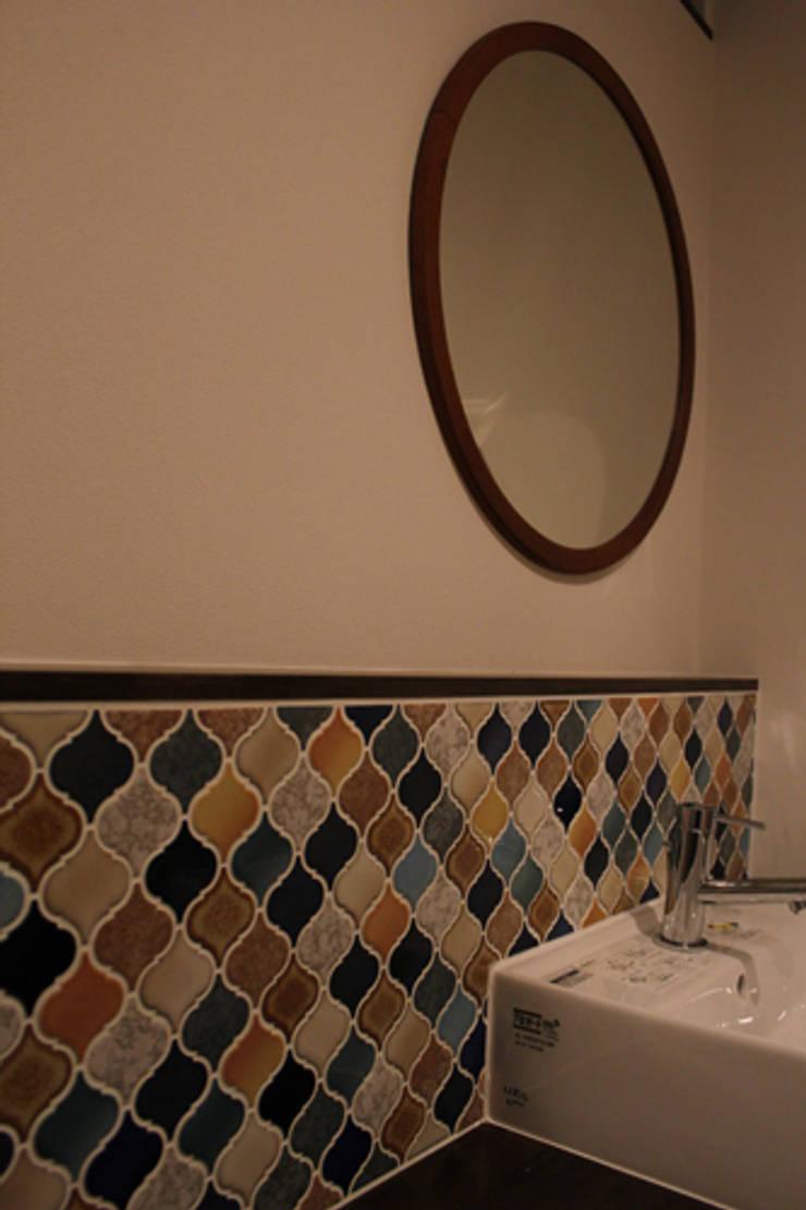 "U HOUSE ""Wall Storage"": コト が手掛けたスカンジナビアです。,北欧 磁器"