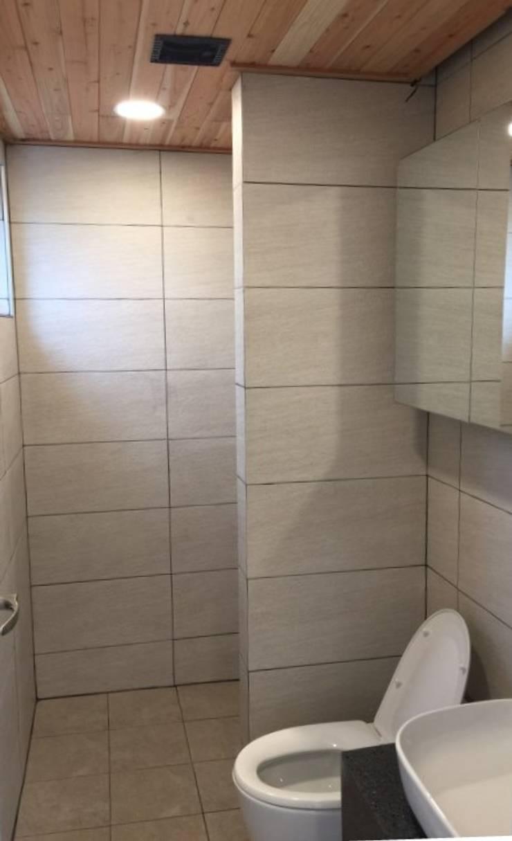 1층의 공용 욕실: MetaPhora Co.,LTD의  욕실,
