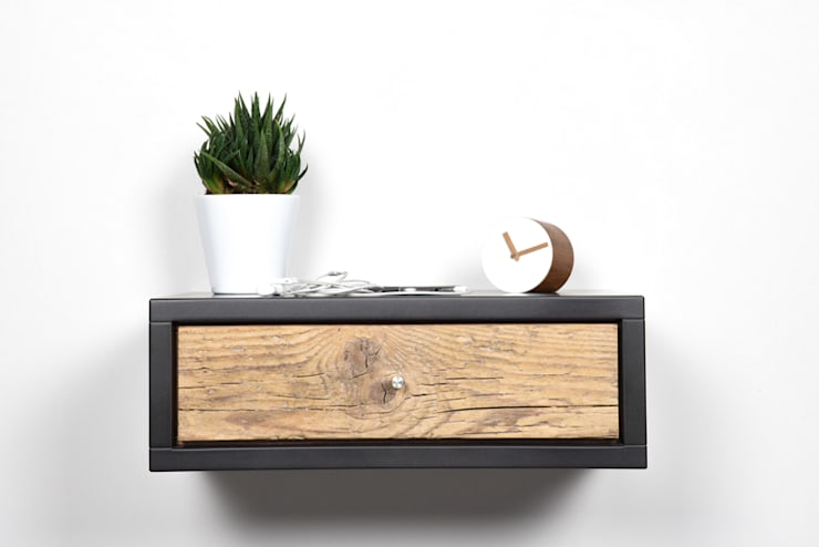Floating bedside with drawer/ nightstand/: Camera da letto in stile  di Ebanisteria Cavallaro