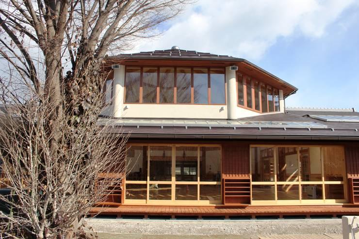 Chalés e casas de madeira  por 安藤建築設計工房