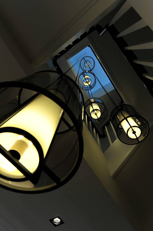梯間:  走廊 & 玄關 by 原形空間設計