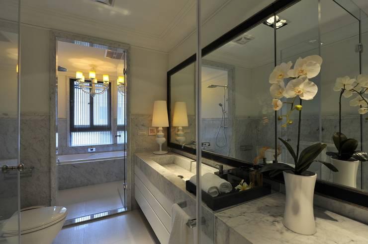 主臥衛浴:  浴室 by 原形空間設計