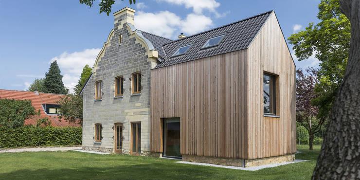 Achtergevel met de nieuwe aanbouw:  Rijtjeshuis door De Nieuwe Context