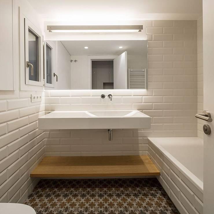 Banheiros  por Reformas Barcelona Rubio