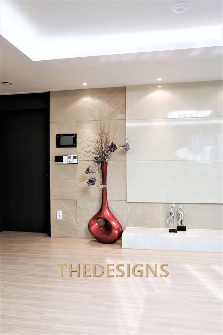 광교 오드카운티: thedesigns의  거실