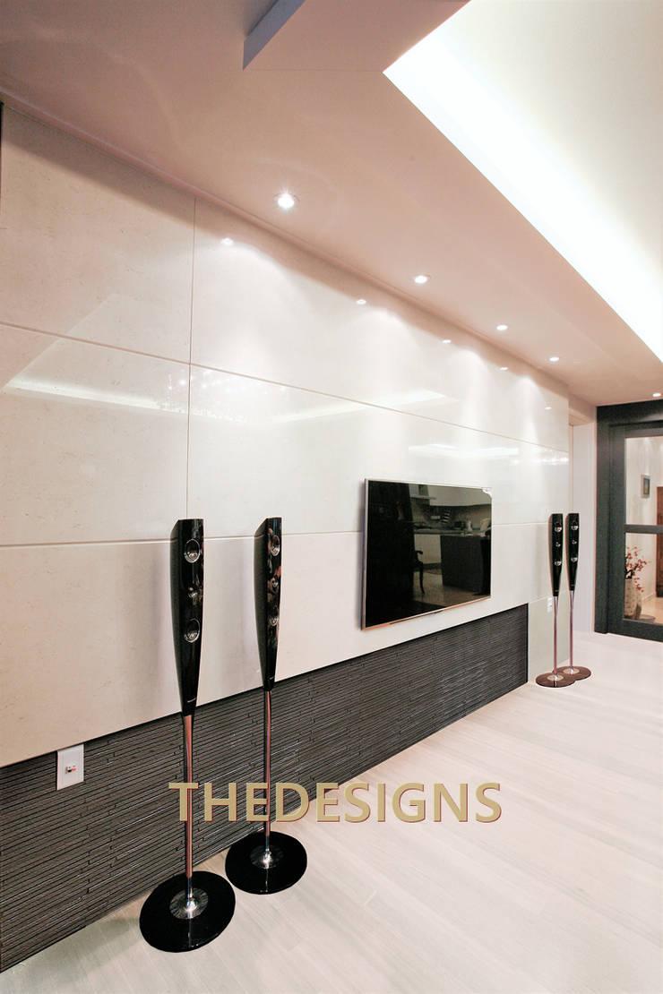 동탄 롯데캐슬: thedesigns의  거실