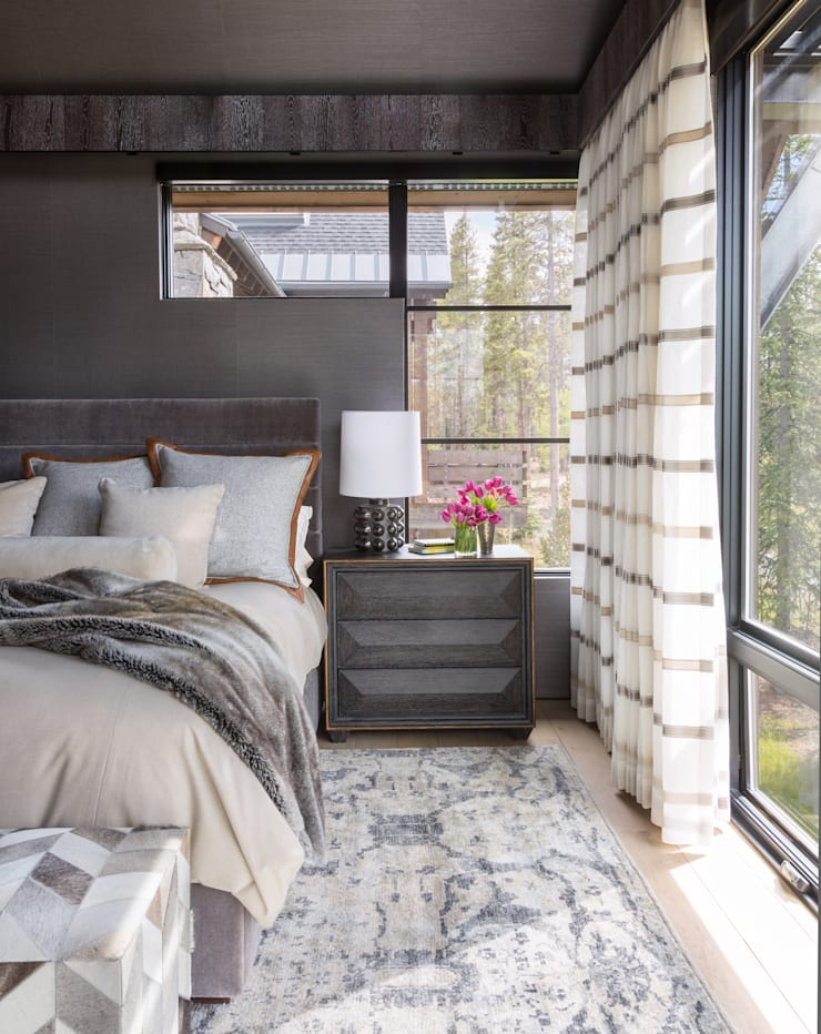Contemporary Mountain Chalet:  Bedroom by Andrea Schumacher Interiors