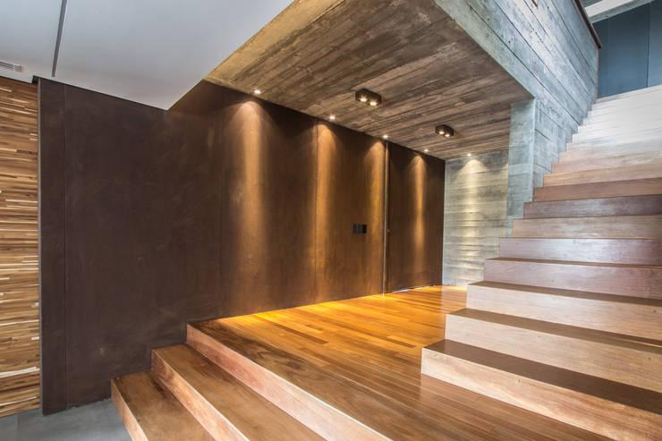 Corridor & hallway by Belas Artes Estruturas Avançadas