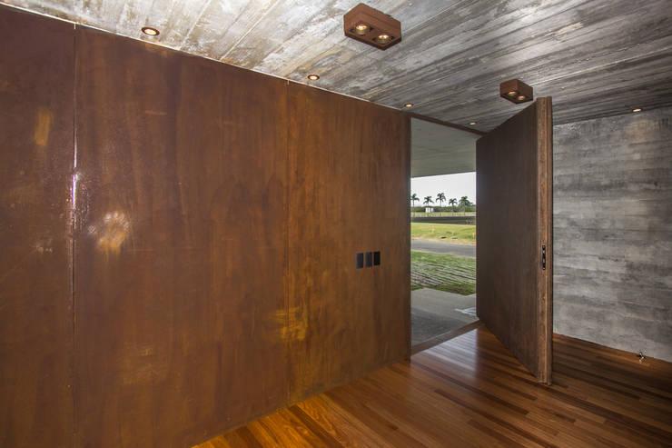 Inside doors by Belas Artes Estruturas Avançadas