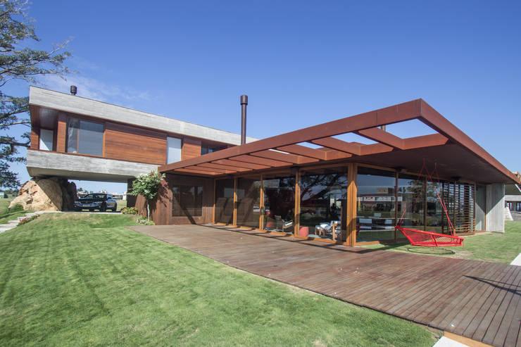 Projekty,  Dom rustykalny zaprojektowane przez Belas Artes Estruturas Avançadas