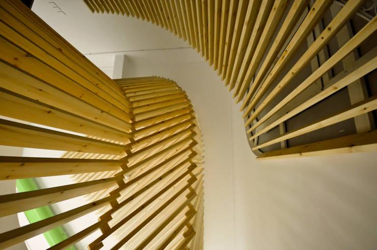 Staircase Design Edificios de oficinas de estilo minimalista de CUBEArchitects Minimalista Madera Acabado en madera