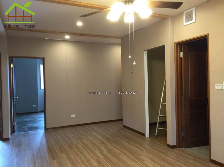 2F客廳:  客廳 by 詮鴻國際住宅股份有限公司