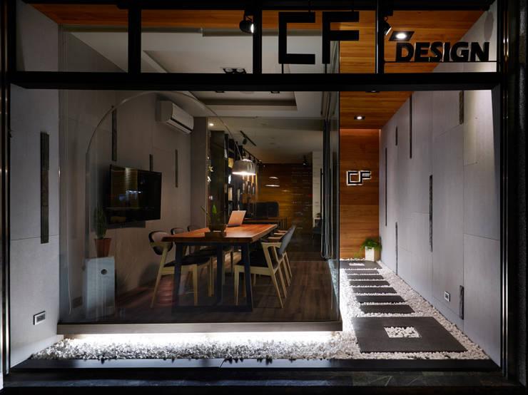  設計公司辦公室 :  辦公室&店面 by 陳府設計 Chenfu Design