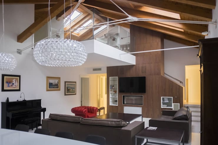 Sottotetto in Centro: Soggiorno in stile  di Arch&Craft architects