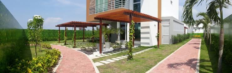 Casa modelo Cerdeña – Novaterra Ocean City: Jardines frontales de estilo  por ecoexteriores