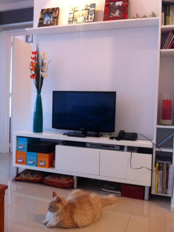 REMODELACION DEPARTAMENTO EN CABALLITO: Livings de estilo  por Arquitecta MORIELLO,
