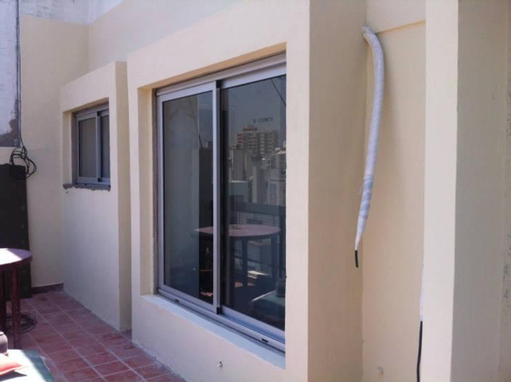 REMODELACION DEPARTAMENTO EN CABALLITO: Terrazas de estilo  por Arquitecta MORIELLO,