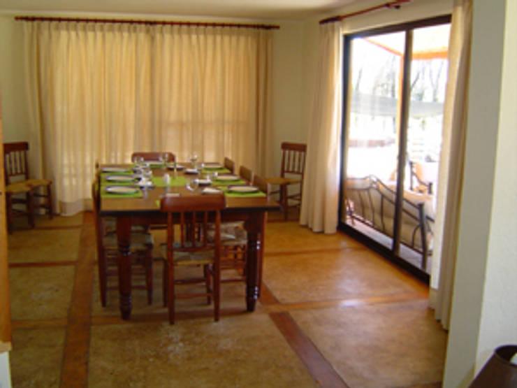 CASA CORREA-LINARES: Casas unifamiliares de estilo  por AOG SPA