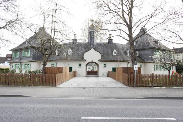 Toreinfahrt:  Häuser von Neugebauer Architekten BDA